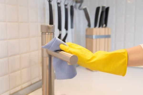تمیز کردن جرم و رسوب شیرآلات در چند دقیقه