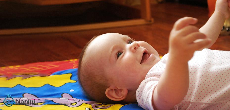 آیا بغل کردن مداوم نوزاد درست است ؟