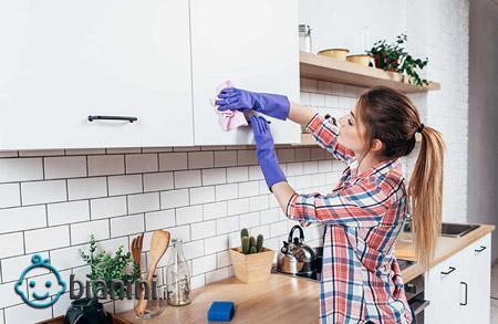 نحوه تمیز کردن کابینتهای گلاس