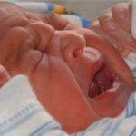 7 دلیل گریه کردن نوزادان و راه های آرام کردن آنها
